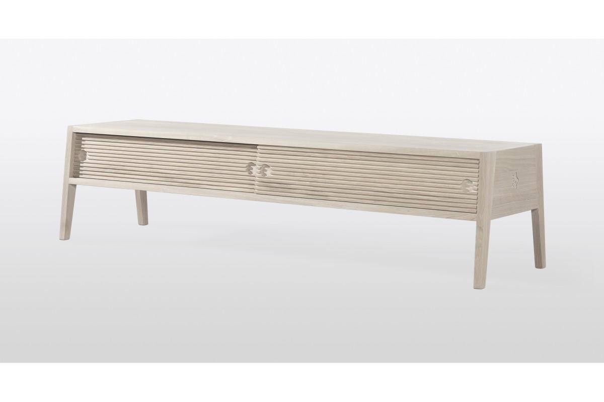 meuble tv en teck massif pour un salon design la galerie. Black Bedroom Furniture Sets. Home Design Ideas