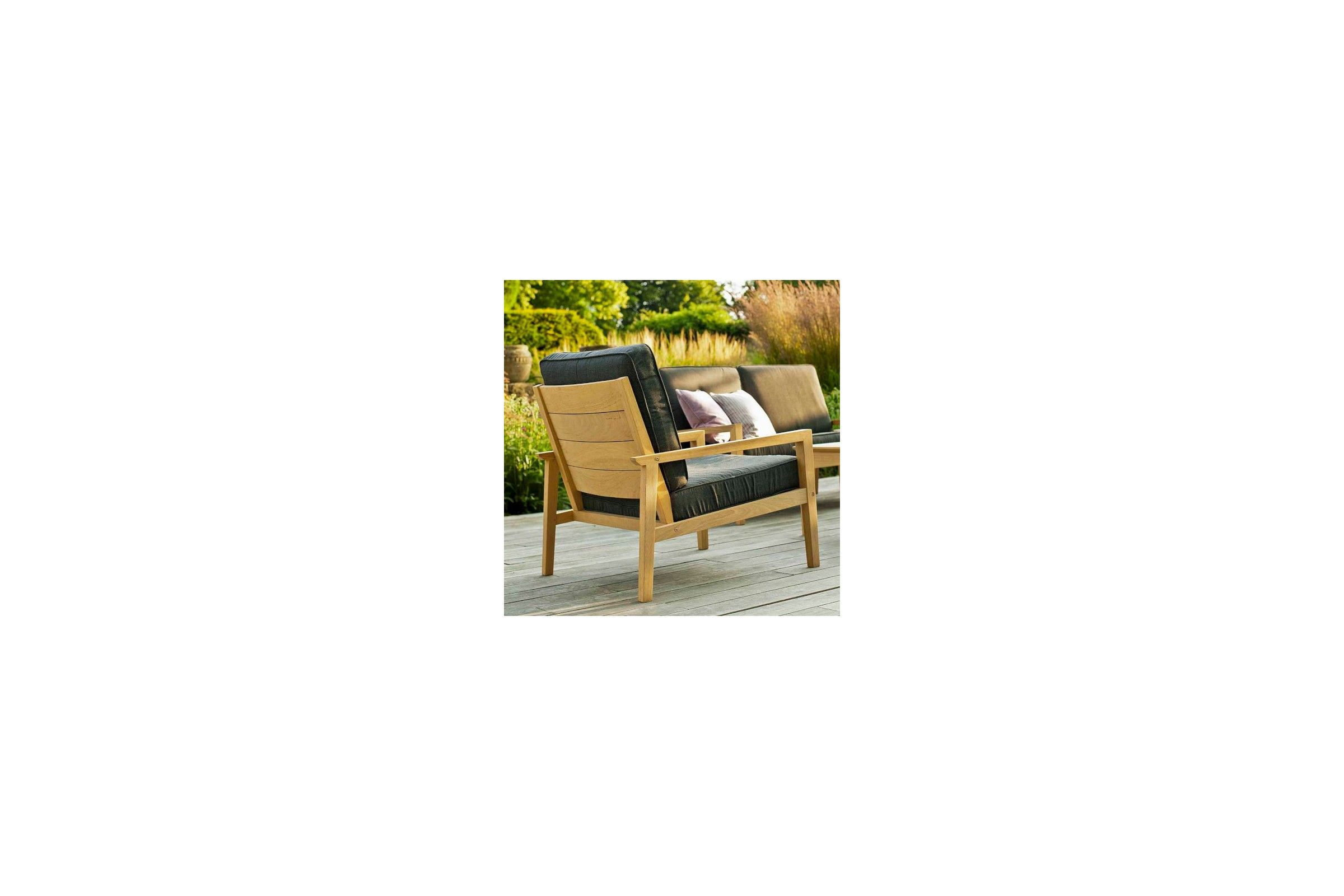 coussin fauteuil de jardin en bois table de lit. Black Bedroom Furniture Sets. Home Design Ideas