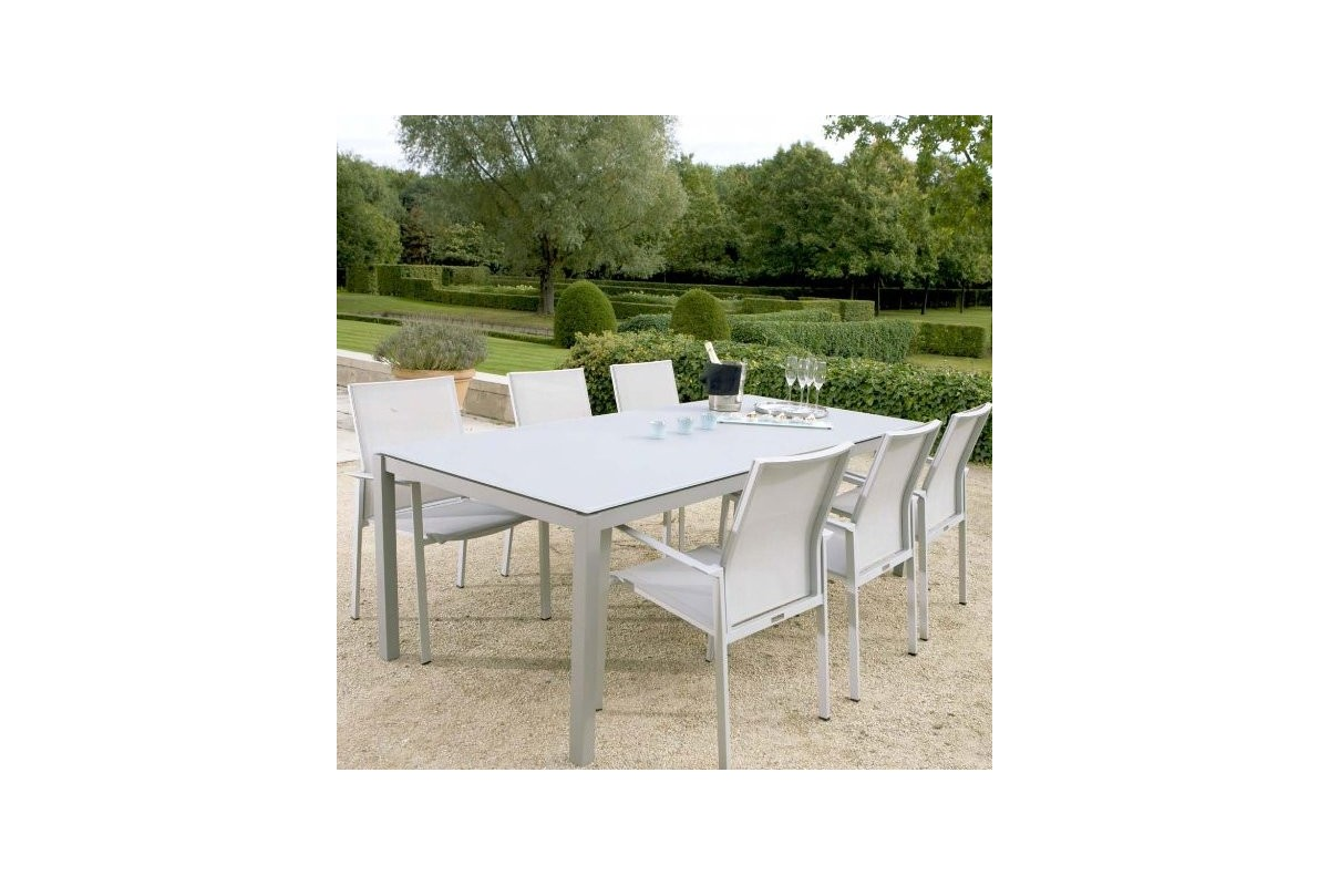 Table de jardin carr e en aluminium et verre d poli la for Table de jardin carree