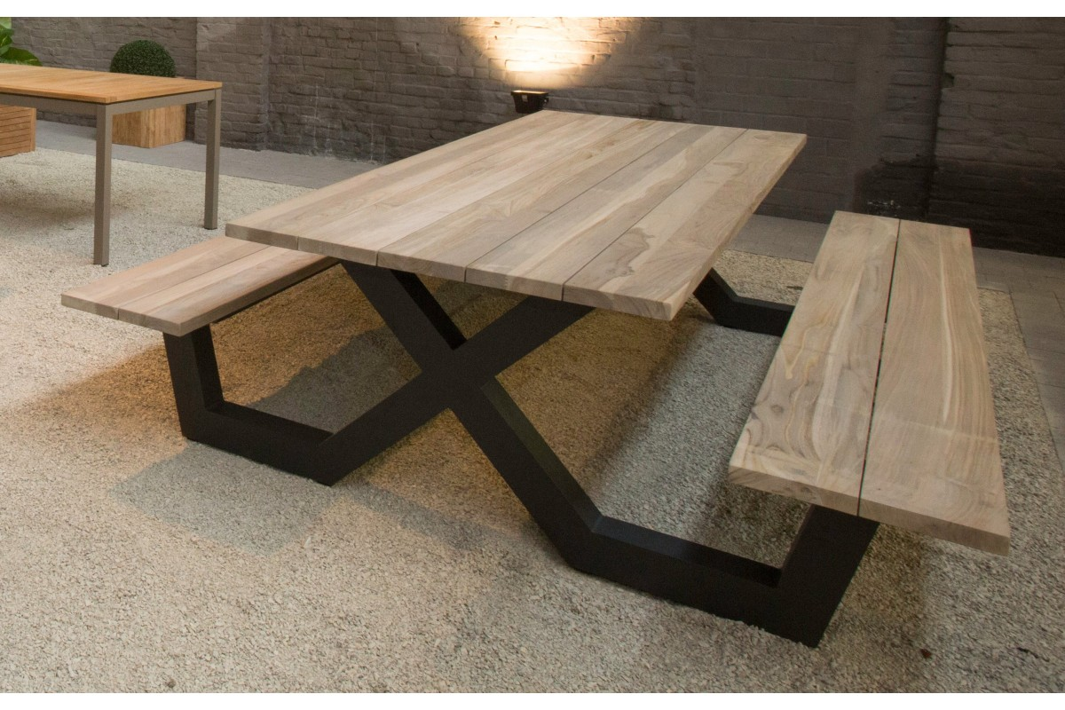 table pique nique avec bancs en teck massif et pieds en. Black Bedroom Furniture Sets. Home Design Ideas