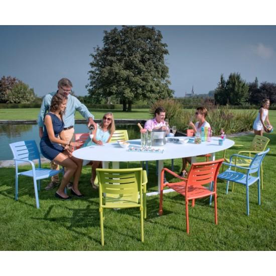 Table de jardin ovale design en aluminium, plateau en verre, Montella