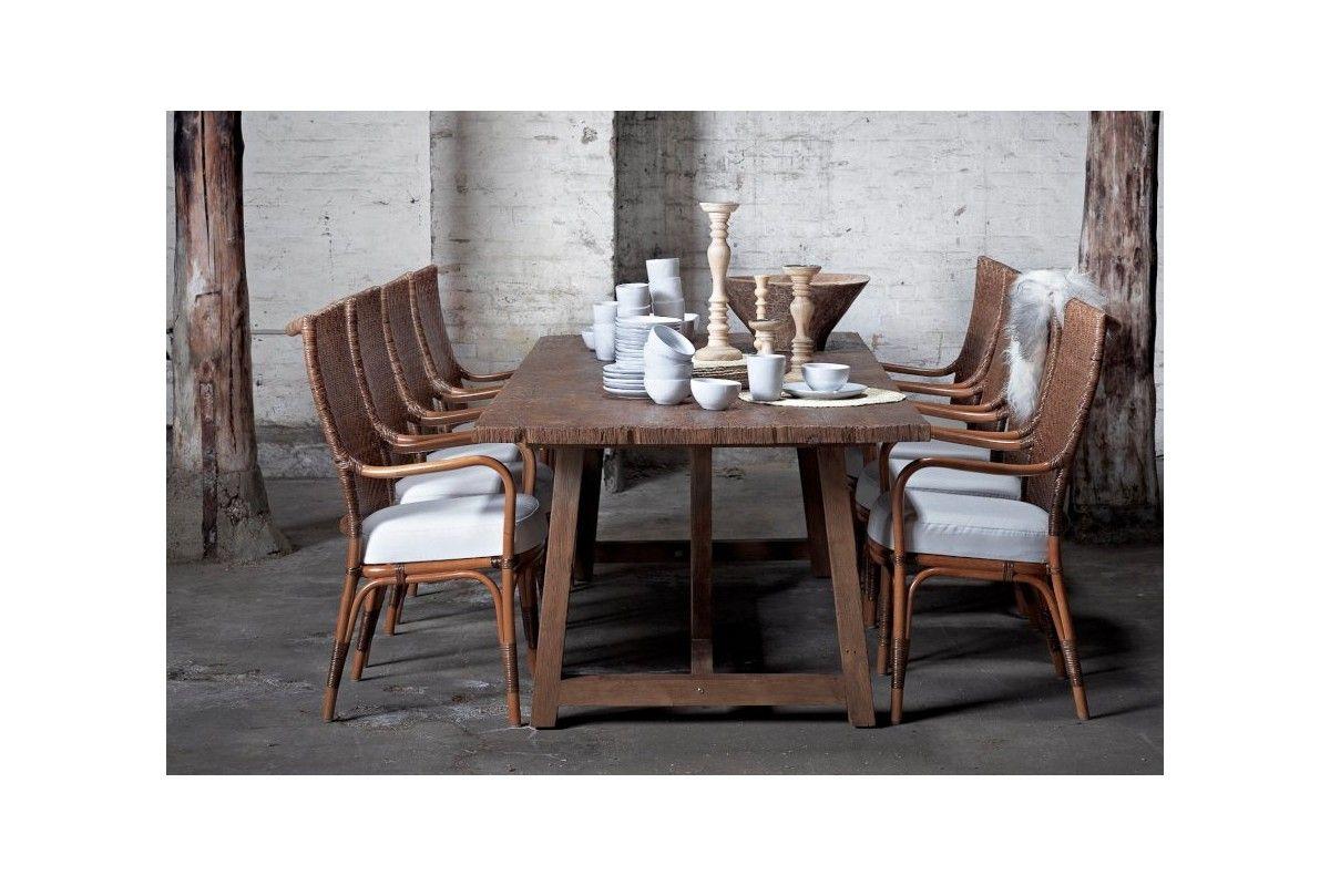 Fauteuil en rotin naturel pour la table de repas avec for Salle a manger en rotin pour veranda
