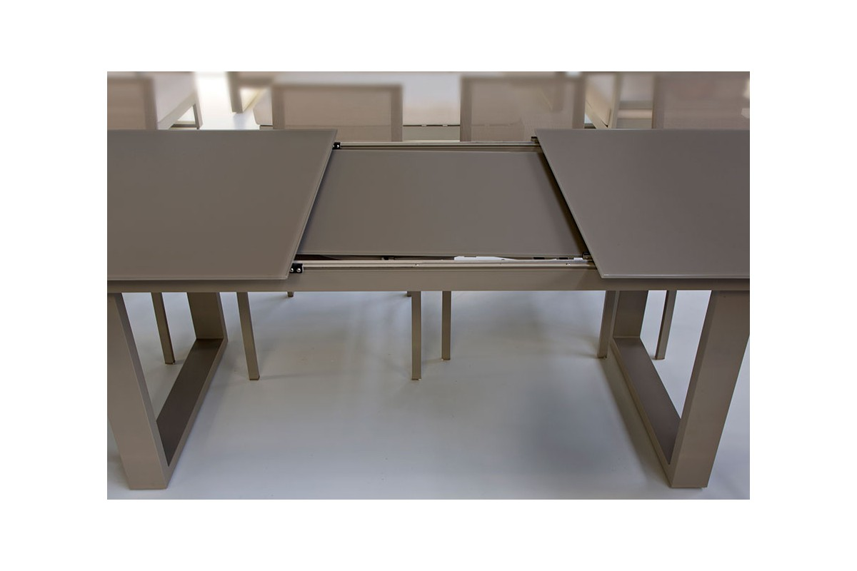 Table en verre et aluminium avec rallonge 220 290 cm roma for Table a manger avec rallonge integree