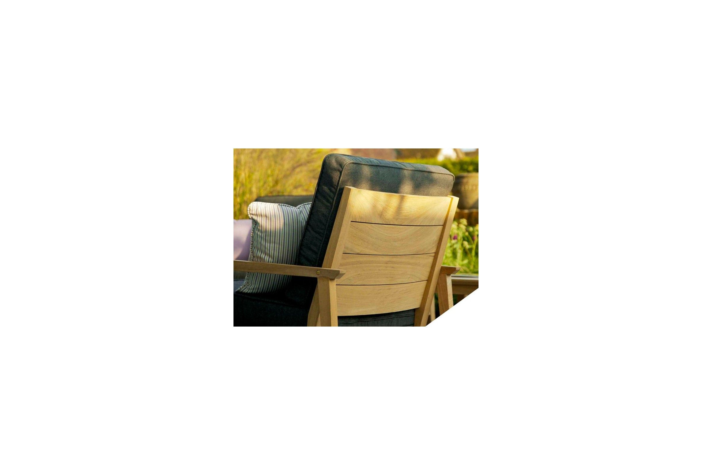 fauteuil de salon de jardin en bois avec coussin gris. Black Bedroom Furniture Sets. Home Design Ideas