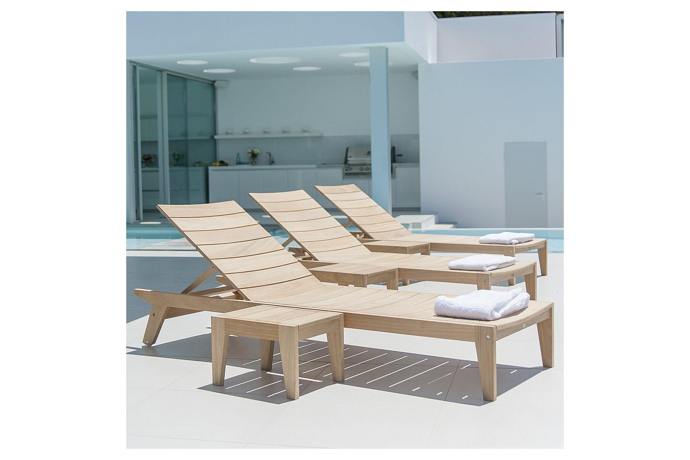 Petite table basse en bois pour bain de soleil haut de gamme la galerie du teck - Bain de soleil bois ...