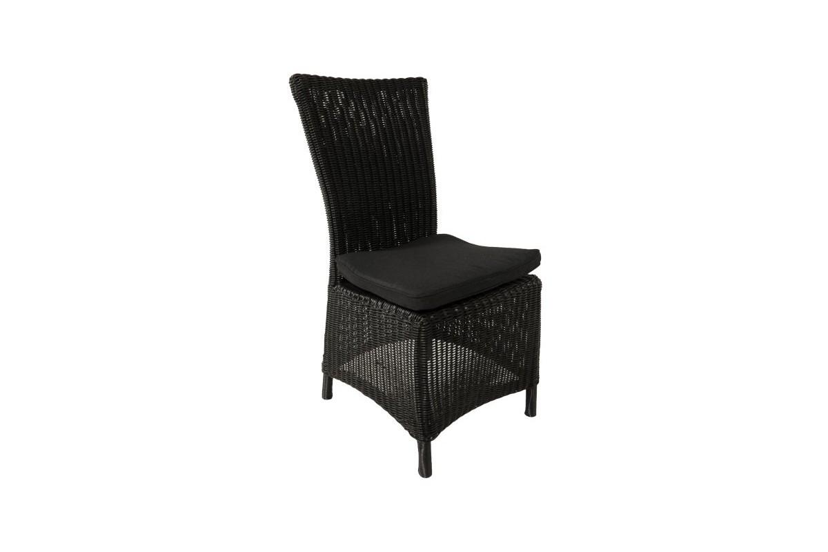 Table et chaise en resine tressee of chaise longue en for Chaises longues en resine