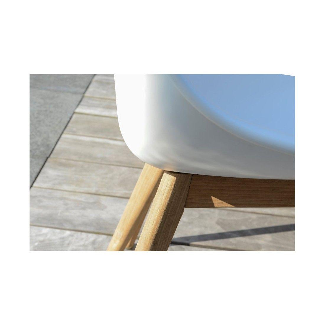 Chaise design avec pieds en teck