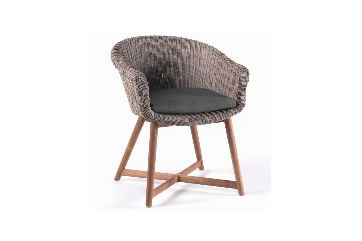 chaise en r sine tress e ronde avec un coussin et des pieds en teck montr al la galerie du teck. Black Bedroom Furniture Sets. Home Design Ideas
