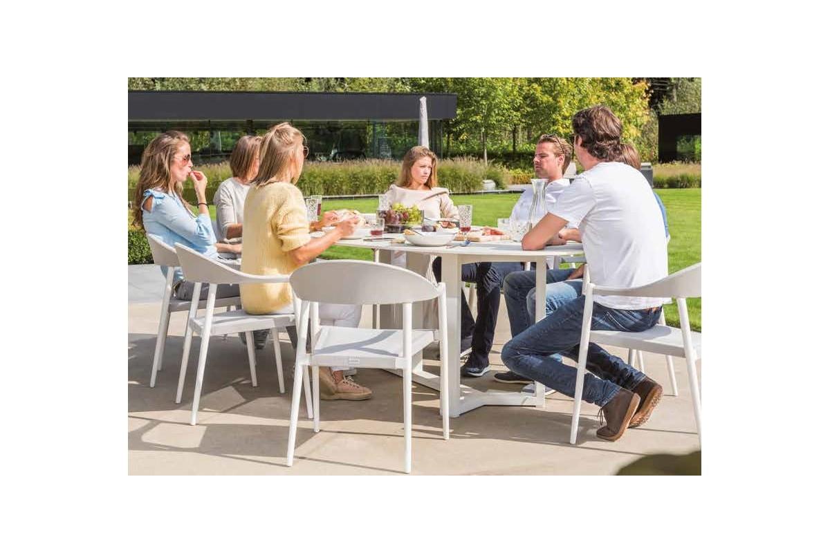 Table de jardin ovale avec un plateau en c ramique massif for Plateau de table ovale